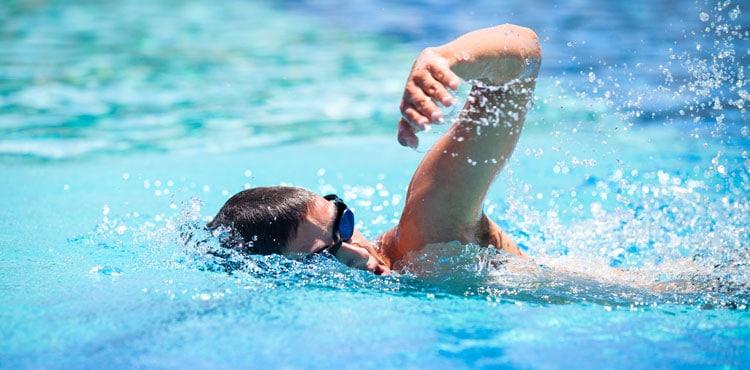 Плавание: 10 причин практиковать это не реже одного раза в неделю.