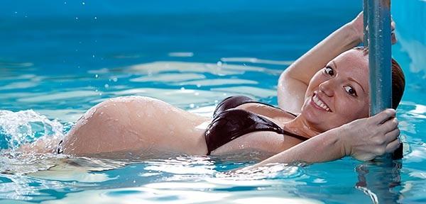 Несколько причин для плавания во время беременности
