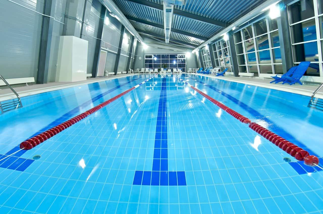 Что нужно брать с собой в бассейн и зачем