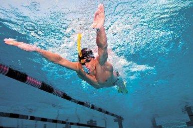 Использование дыхательной трубки в бассейне